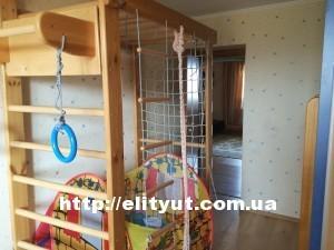 Продам 4х-комнатную квартиру. ср/9 этаж. Кирпичный дом.